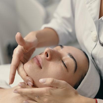 masáž proti vráskám